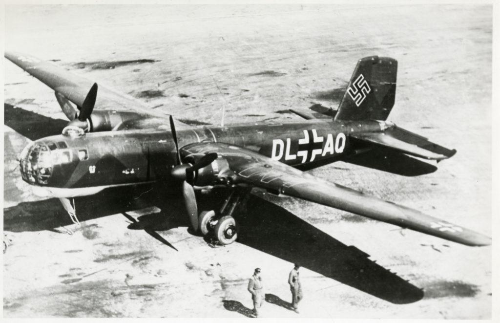 Un He 177A-0 de preproducción, estacionado en tierra. La mayoría de estos ejemplares, fabricados por Arado, sufrieron catastróficos incendios en pleno vuelo (National Air and Space Museum Archives).