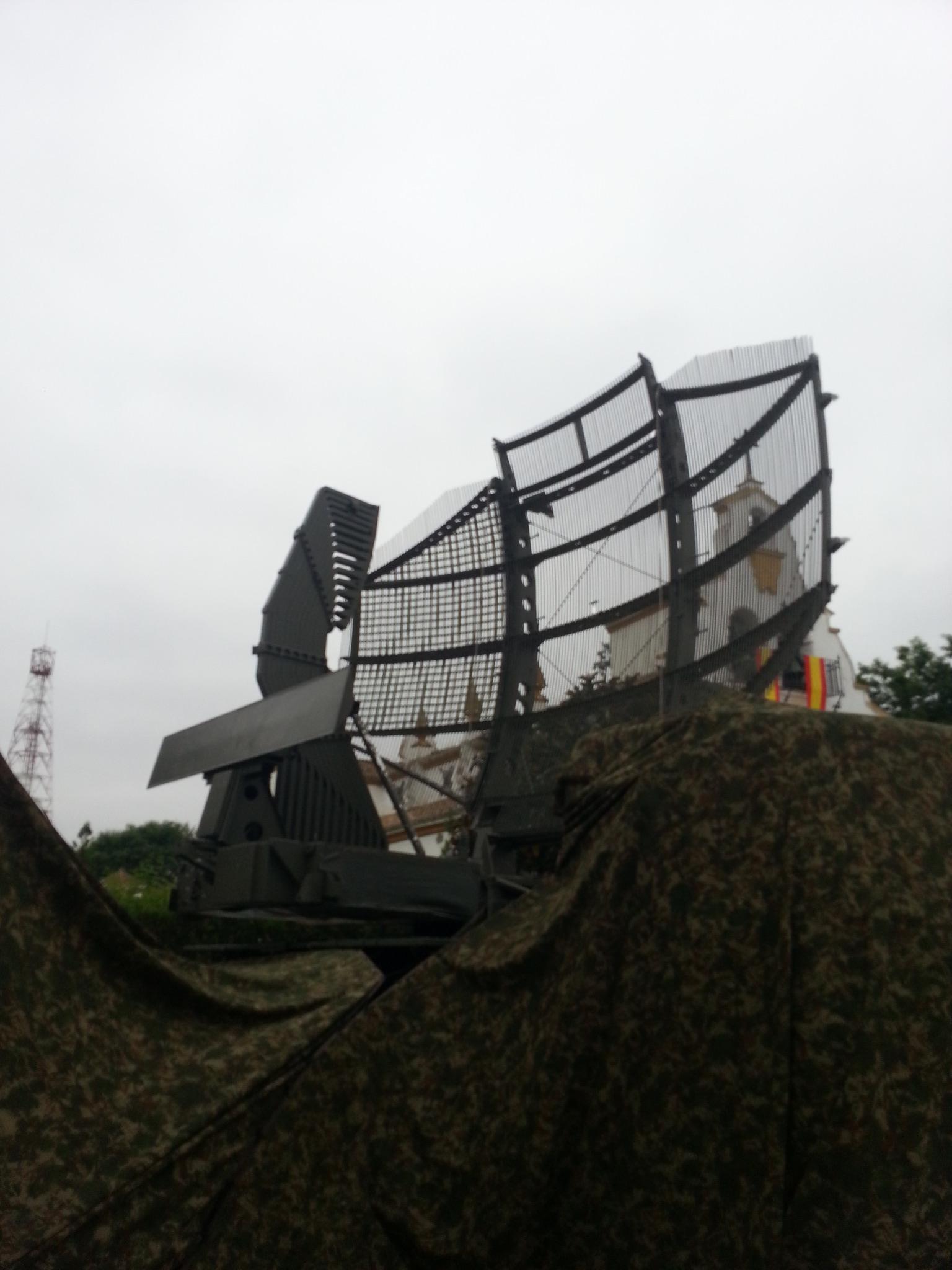 Sistema de Radar de Vigilancia Aérea AN/TPS-43. Este equipo, fabricado por Northrop-Grumman, es de tipo tridimensional (Azimut/Rumbo, Distancia y Altura)