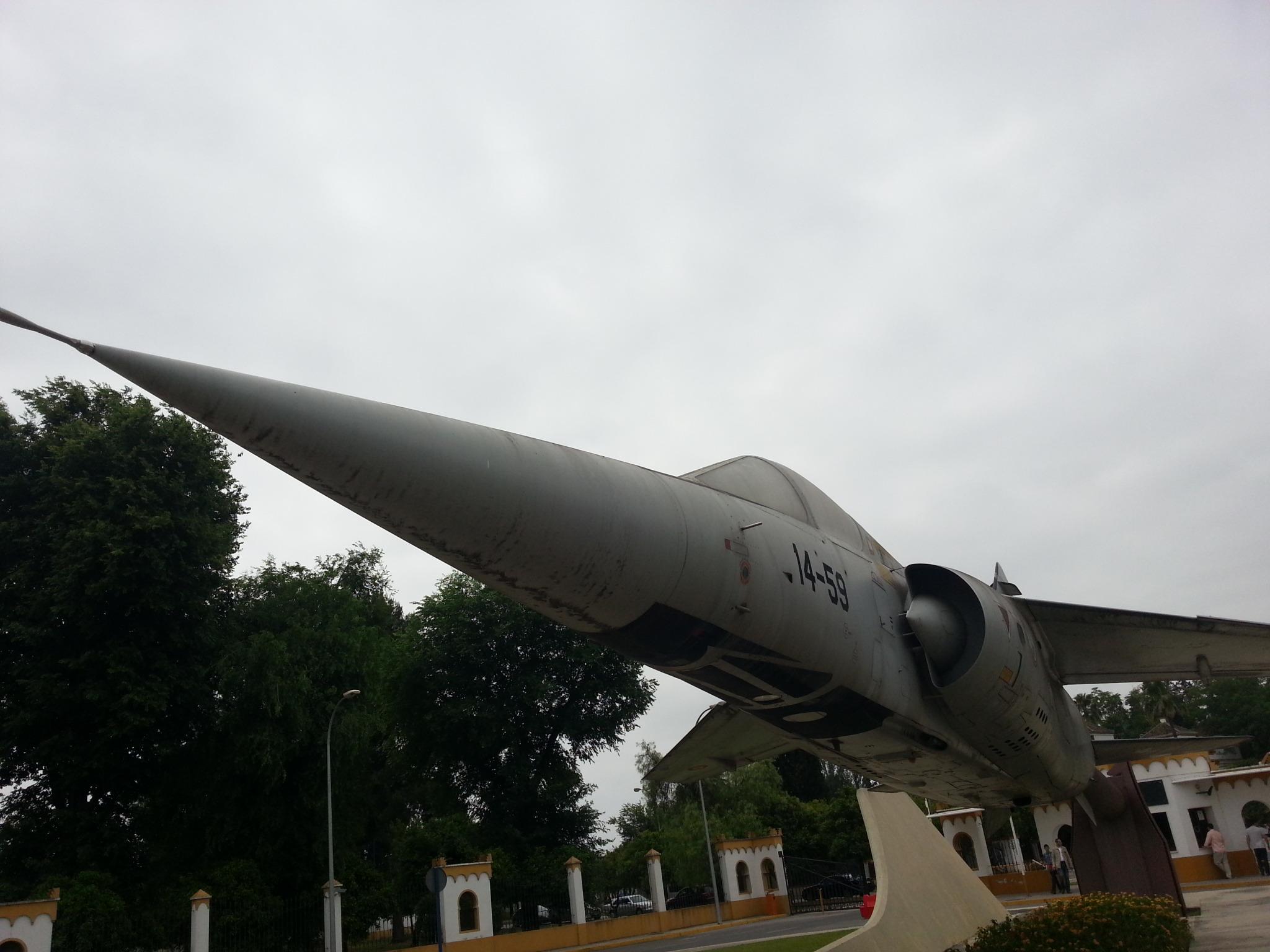 Este Dassault Mirage F-1M (C.14) recibe a los visitantes de Tablada