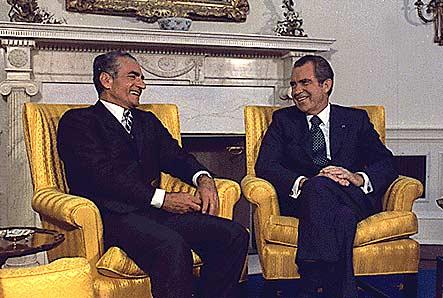 El Sha de Persia y Richard Nixon reunidos en septiembre de 1973 (Fuente: elaleph.com
