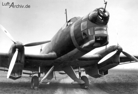 En esta fotografía de un Ju 86 A-1 de preserie. podemos observar claramente la instalación de los motores Jumo 205, con los pesados radiadores inferiores, así como el estrecho tren de aterrizaje (Fuente: www.luftarchiv.de)