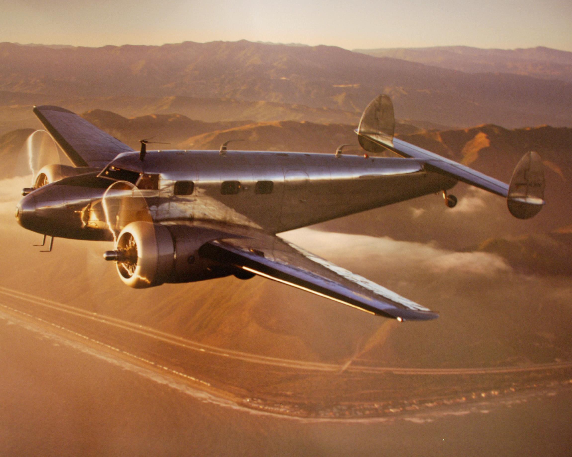 Lockheed L-12A Electra junior en vuelo. Aparte del fuseñlaje acortado, no había sensibles diferencias con el Electra original