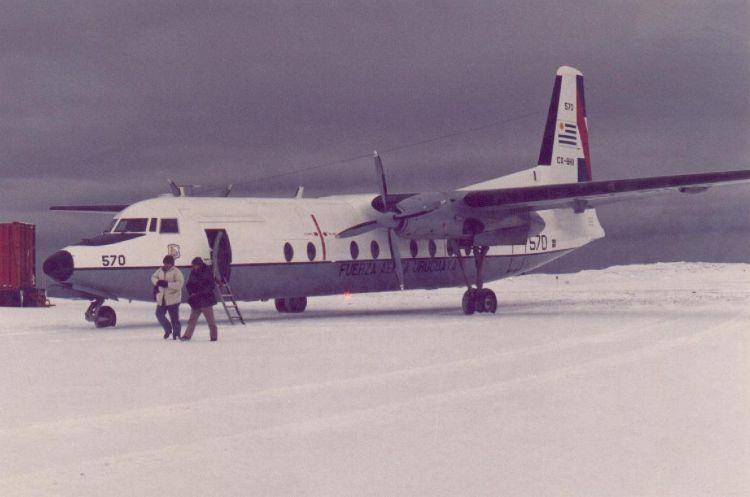 FH227D FAU 570, gemelo al accidentado, en la Base Científica Artigas, en la Antártida (Fuente: Nelson y Jorge Boubeta / pilotoviejo.com)