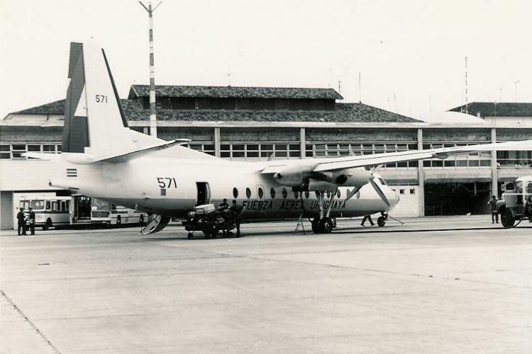 El Fairchild Hiller FH227D FAU571 en el aeropuerto de Carrasco en Montevideo (Fuente: Nelson y Jorge Boubeta / pilotoviejo.com)
