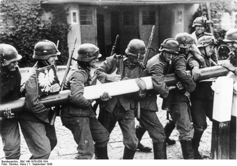 Simbólica imagen del inicio de la Guerra. Tropas alemanas retiran las barreras fronterizas e invaden Polonia (Fuente: Bundesarchiv)