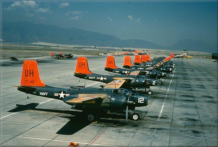 Línea de vuelo de J1-D de la Armada de los Estados Unidos, que los mantuvo en servicio hasta 1962 (fiuente: warbirdinformationexchange.org)
