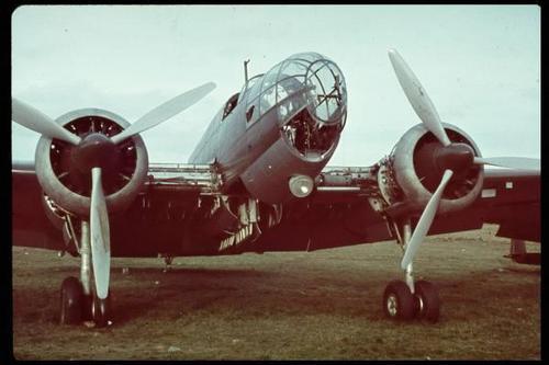 Rara foto de un bombarderos PZL P.37 Łoś inacabado en Varsovia en 1939. Estos bimotores fueron empleados en infructuosos ataques a baja altura contra las líneas de suministro alemanas, con cuantiosas bajas a cambio. Se descartó en cambio utilizarlos en misiones de bombardeo horizontal contra Berlín. Algunos de ellos escaparon a Rumanía y fueron utilizados contra la Unión Soviética en 1941