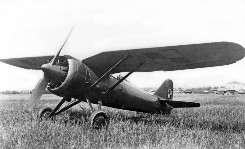 PZL P.11c de serie. Innovador fue el diseño de este caza a principios de los años 30, con su perfil de alas de gaviota. Las versiones c tenían previsto recibir dos ametralladoras adicionales y equipo de radio