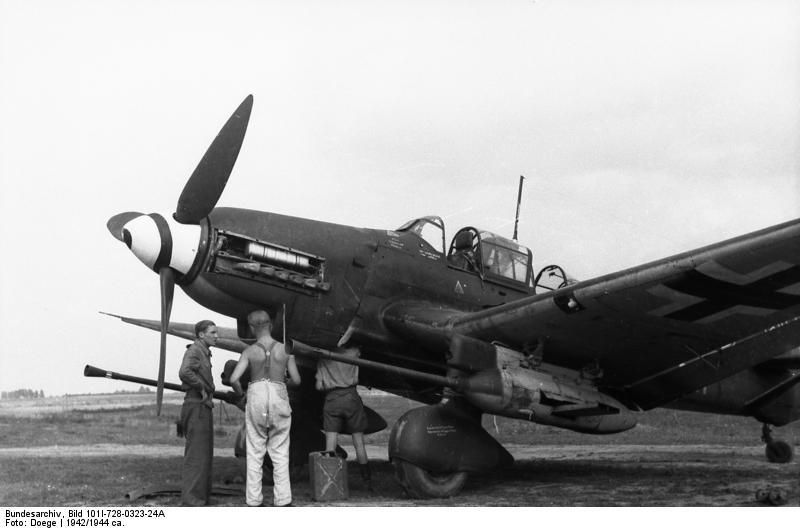 """Otra imagen de Un Ju 87G-1 en tierra. El """"Stuka cañón"""" operó exclusivamente en el Frente Oriental casi hasta el fin de la guerra (fuente: Bundesarchiv)"""