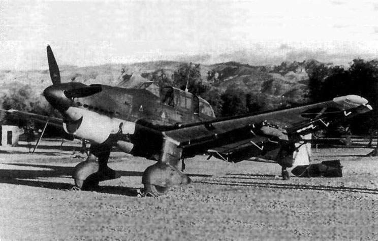 Uno de los Ju 87B-1 llegados a España en octubre de 1938 para operar con la Legión Cóndor contra objetivos de precisión, como nudos ferroviarios, fortines y muelles portuarios (fuente: airpages.ru)