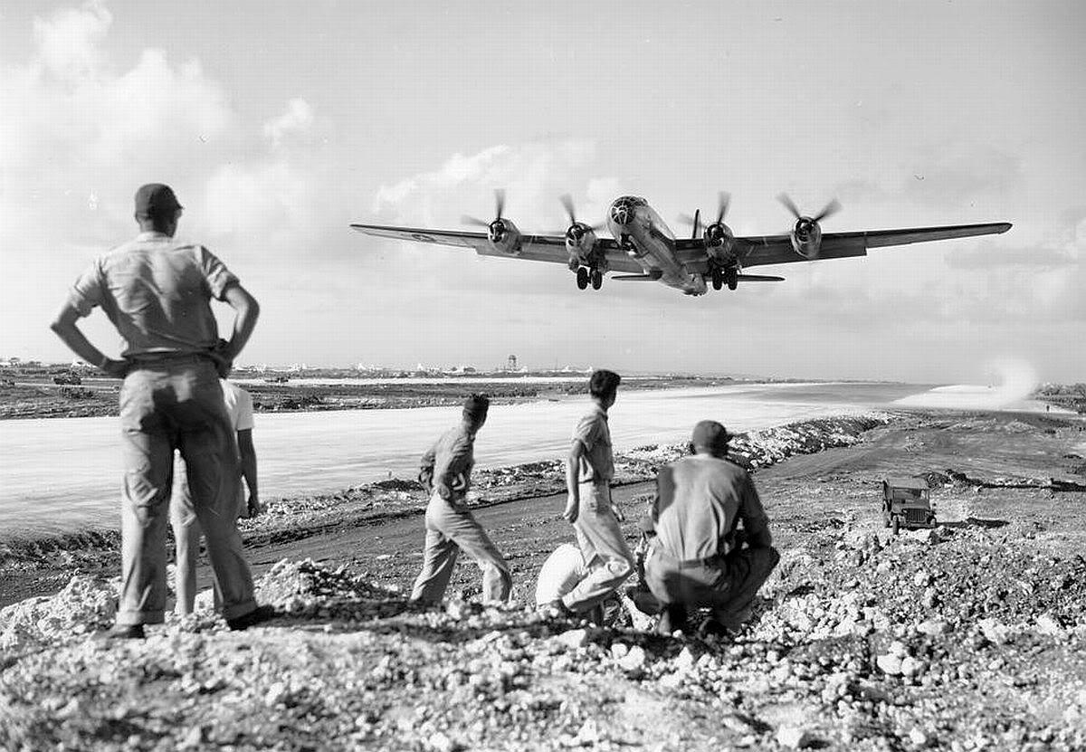 Un B-29 despega desde la base de Saipán en las Marianas (fuente: U.S. Air Force)