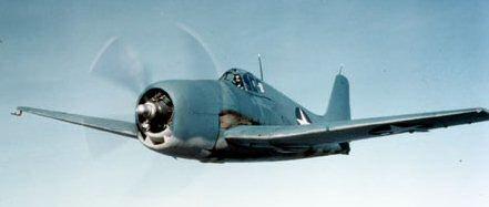 Un Grumman F6F-3 Hellcat de la Armada de los Estados Unidos. Esta nueva generación de cazas embarcados, junto al F4U Corsair, recuperaron el dominio de los cielos para los aliados y eran superiores a sus rivales japoneses