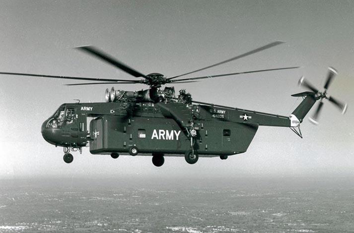 Un CH-54 con su contenedor normalizado