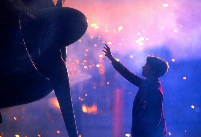 Una imagen vale más que mil palabras: amor por la aviación. Fotograma de la película El imperio del sol