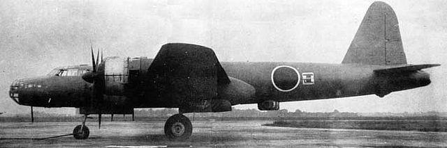 Vista lateral de un G8N1. Puede observase la posición defensiva ventral del aeroplano. Los norteamericanos evaluaron satisfactoriamente el aparato tras la guerra