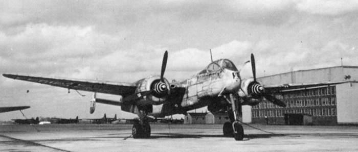 Un soberbio He219A-5/R2 con radar Lichtenstein SN-2, capturado en su aeródromo en 1945