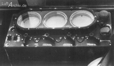 Monitores de control del sistema de radar Telefunken FuG 212 Lichtenstein C-1. El equipo trabajaba en frecuencias de 420-480 MHz, con una potencia de 2,5 kW y un alcance de 300m a 4 km (fuente: www.luftarchiv.de)