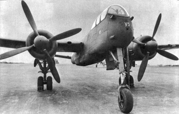 El Heinkel He219V5 (quinto prototipo), sin instalación de radar, hélices cuatripalas y un morro diferente