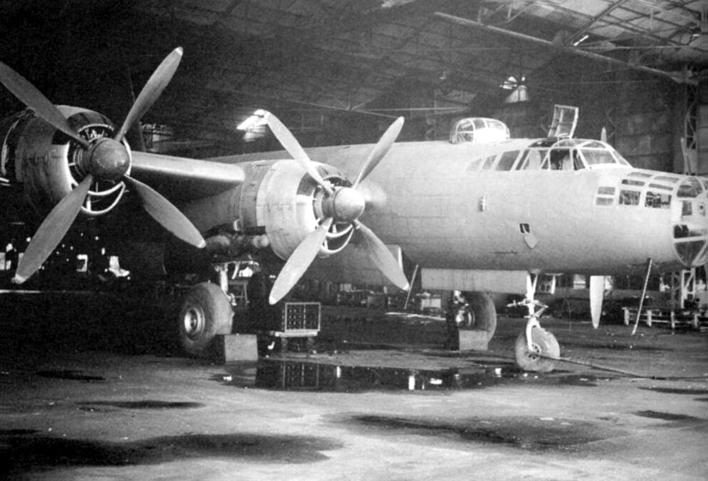Posiblemente así se encontraron los norteamericanos este G8N en un hangar abandonado. El avión aparece completo pero carece de armamento defensivo