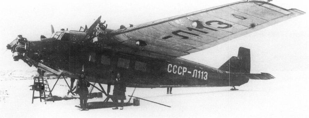 Antecedente directo del ANT-14, el trimotor ANT-9 demostró ser un robusto y fiable aeroplano capaz de operar en difíciles condiciones y adaptarse a la adversa climatología rusa. En la foto un ANT-9 equipado con esquíes.