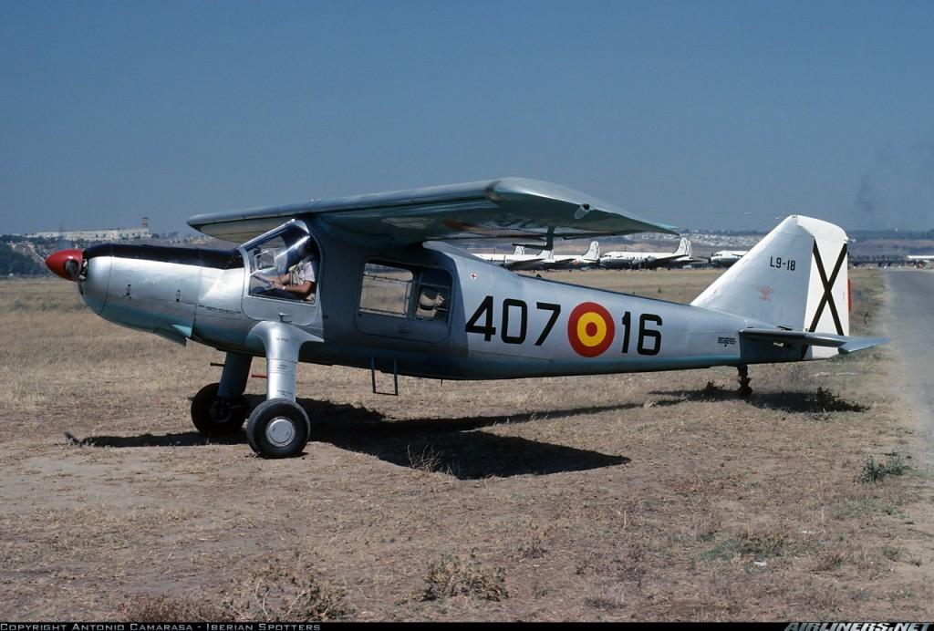 Una C-127 con designación L.9 (posteriormente U.9) en la vieja Tablada un caluroso día de julio de 1977. Obsérvese al fondo la línea de cansados Douglas C-54 Skymaster de transporte, esperando un futuro incierto(fuente: Antonio Camarasa - Iberian Spotters /Airliners.net)