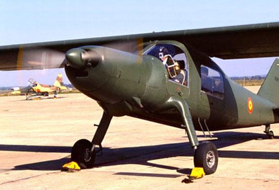 CASA C-127 (U.9) calienta motores con los calzos aún puestos (fuente: /www.ejercitodelaire.mde.es)