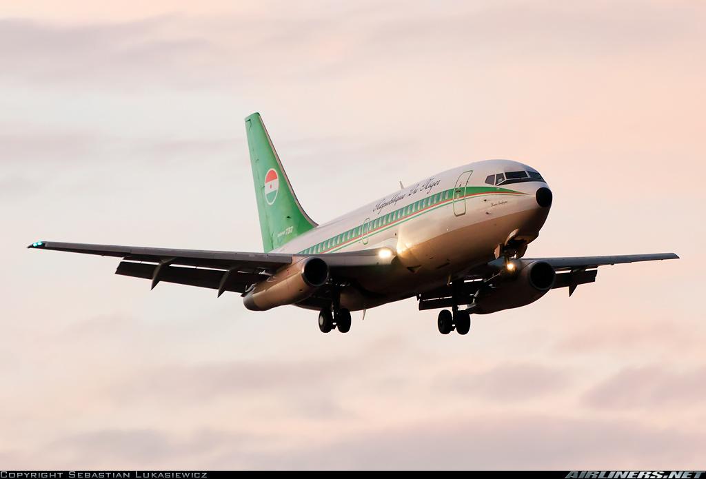 Aún sobreviven algunos ejemplares de la versión 200Adv en gobiernos y unidades militares de todo el mundo, como este 737-2N9CAdv de la fuerza aérea de la República del Níger (fuente: Sebastian Lukasiewicz / airliners.net)