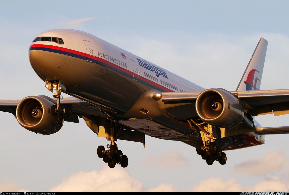 El Boeing 777-200ER 9M-MRO en plena maniobra de despegue del aeropuerto Kingsford Smith de Sydney (fuente: Seth Jaworski /Airliners.net)