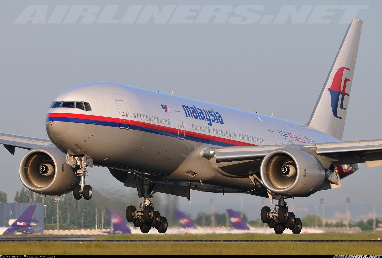 Hermosa imagen del Boeing 777 9M-MRO. Los ACARS de los motores Trent 800 siguieron emitiendo datos tras la desaparición del avión de los radares de tráfico aéreo (fuente: Pascal Maillot / Airliners.net