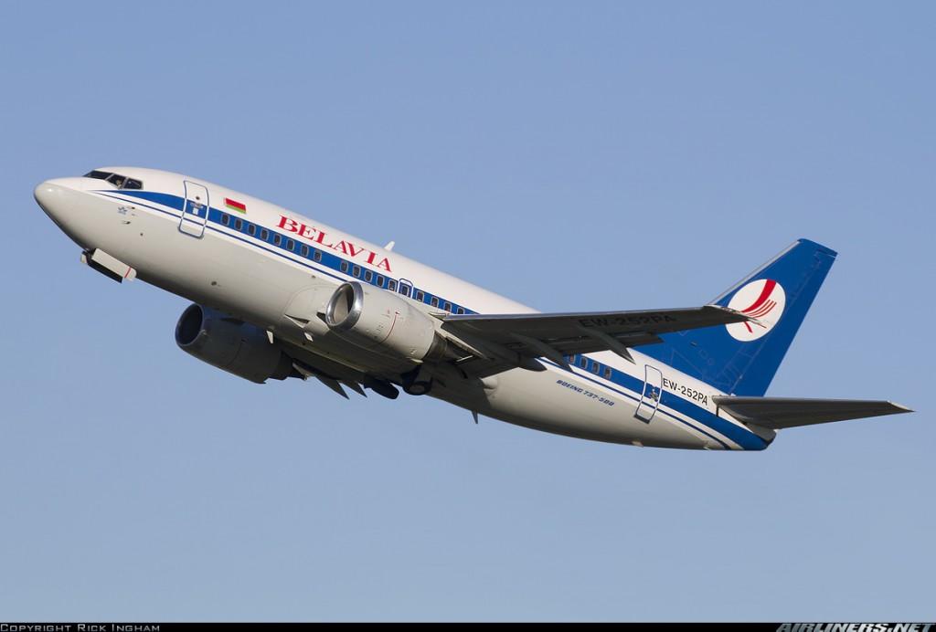 La versión más pequeña de entre los Classic es la 500, con el fuselaje del Boeing 737-200 combinaba las mejoras tecnológicas de sus hermanos mayores. La compañía estatal bielorrusa Belavia opera cinco ejemplares de este modelo (Fuente: Rick Ingham/Airliners.net)
