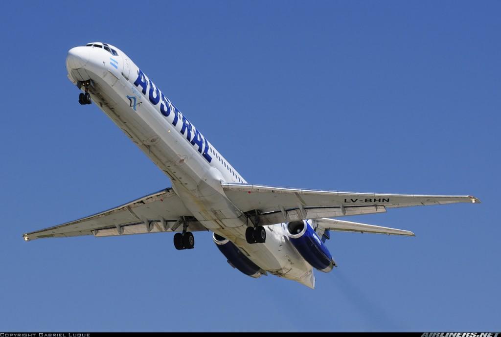 Otra imagen del MD-83 siniestrado, con su anterior operador, la argentina Austral. Durante su vida, el avión voló también con la colombiana Avianca y con la egipcia Heliópolis (fuente: Gabriel Luque / Airliners.net)