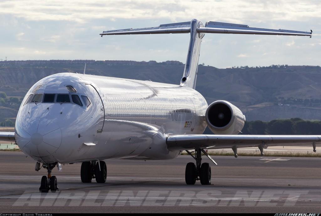 El MD-83 EC-LTV, estacionado en su rampa en el Adolfo Suárez/Barajas (fuente: David Tobarra/Airliners.net)