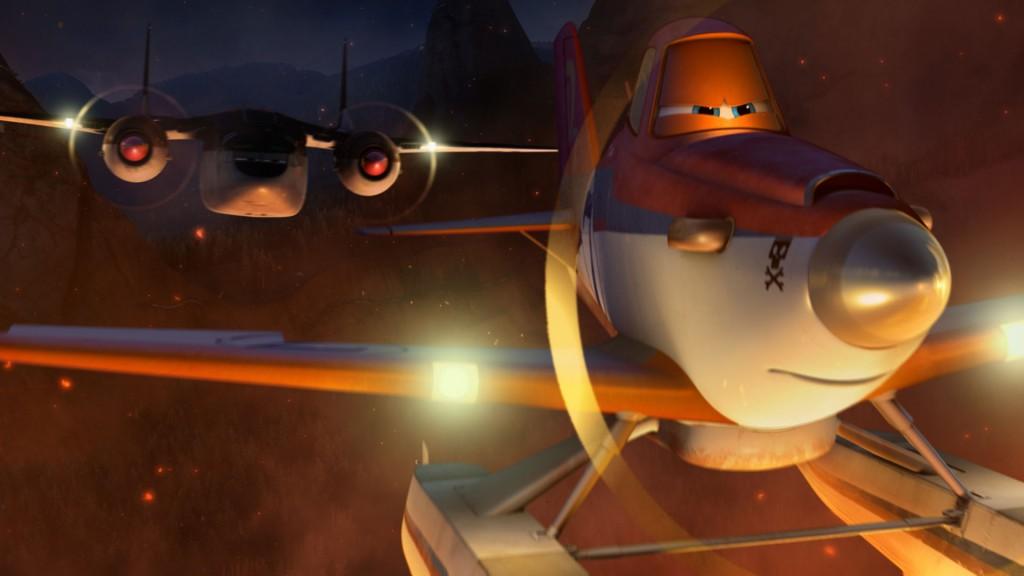 Dusty y Cabbie volando en formación hacia el foco del fuego que arrasa Pico Pistón (Fuente: Disney)