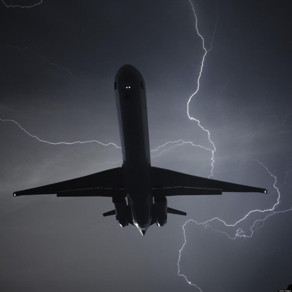 Un MD-83 en medio de una espectacular tormenta eléctrica
