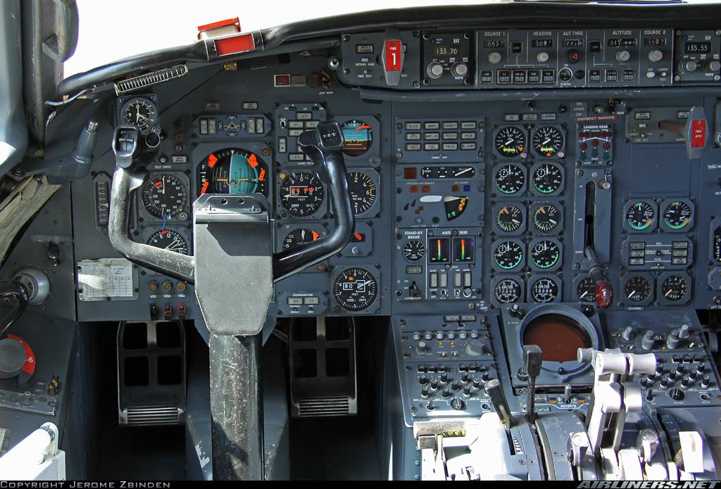Cockpit del Dassault Mercure: aun no habían hecho su aparición las presentaciones digitales (Jerome Zbinden / Airliners.net)