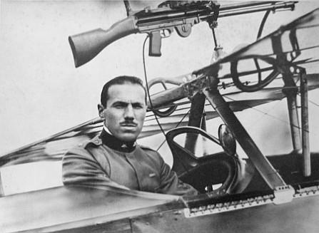 Baracca en la cabina del Nieuport 11 (www.museobaracca.it)