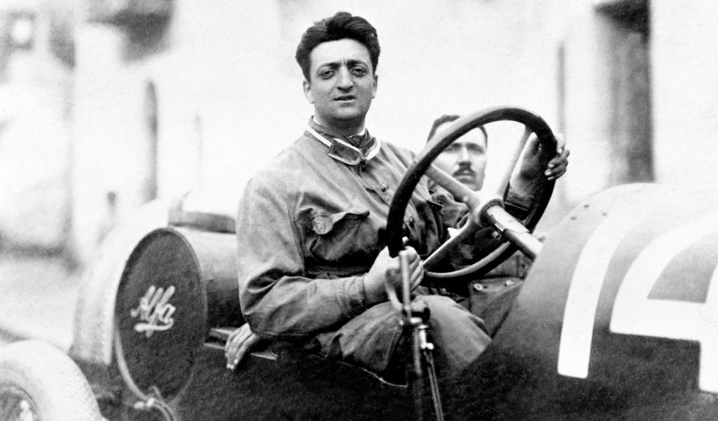 Enzo Ferrari, a los mandos de uno de los Alfa Romeo de competición a principios de los años veinte
