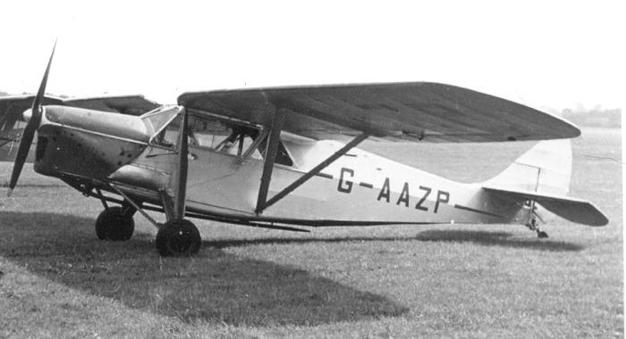 De Havilland DH-80 Puss Moth. Una avioneta turística muy utilizada en los años treinta y muy cómoda, merced a su cabina cerrada.