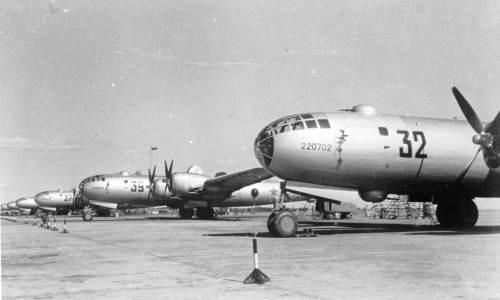Línea de vuelo de bombarderos Tu-4 en la factoría de Kazán (svavia.ru)