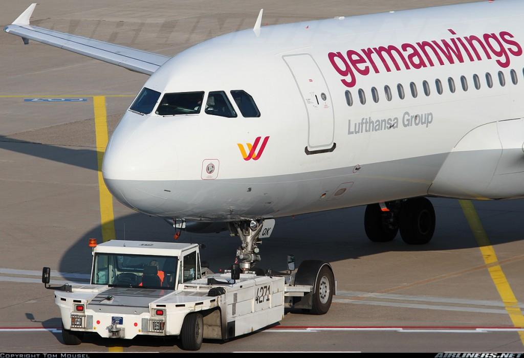 D-AIQK en push-back en el aeropuerto Konrad Adenauer de Köln. (Tom Mousel / Airliners.net)
