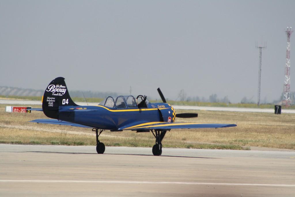 Uno de los Yak-52 de la Asociación Jacob 52 tras su exhibición aérea. Estos aviones de entrenamiento acrobático, de procedencia soviética, tienen unas excelentes prestaciones y muchos de ellos siguen volando con aviónica occidental (Antonio García)