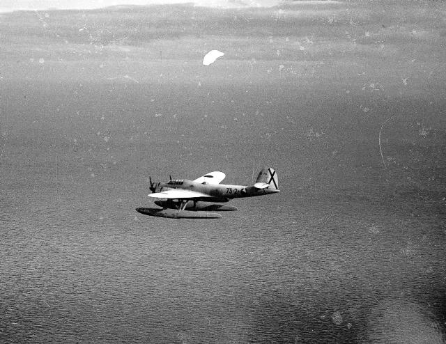 CANT Z.506B 73-2 en una misión sobre el Mediterráneo. Estos aviones operaron hasta 1943, causando baja por falta de repuestos.