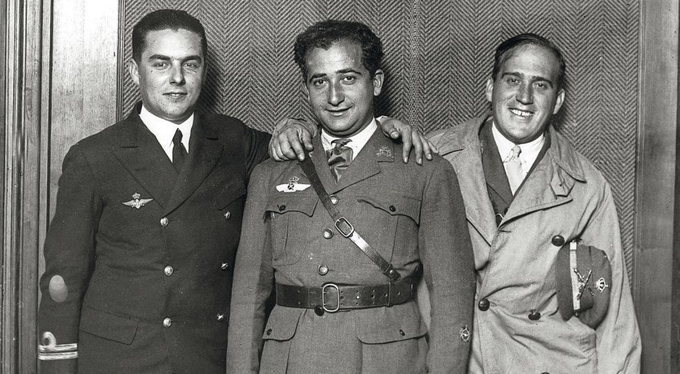 """Juan Manuel Durán, Ramón Franco Bahamonde y Julio Ruiz de Alda, artífices del vuelo del """"Plus Ultra"""". Resta para completar la tripulación el cabo mecánico Pablo Rada."""