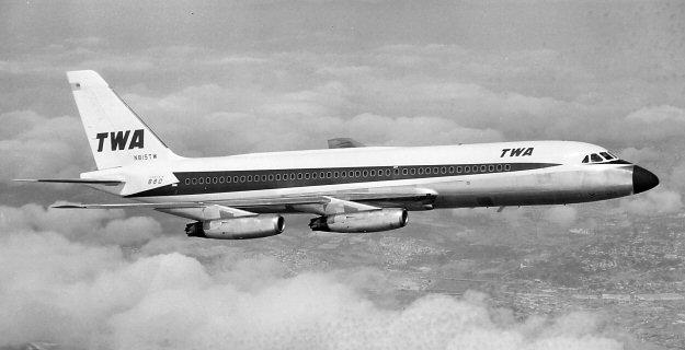 N815TW, fue uno de los 29 ejemplares operados por la Trans Worls Airlines (TWA) entre 1963 y 1974. Más lujosos y cómodos que los 707 o DC-8, fueron sin embargo relegados siempre a rutas domésticas.(http://www.edcoatescollection.com)
