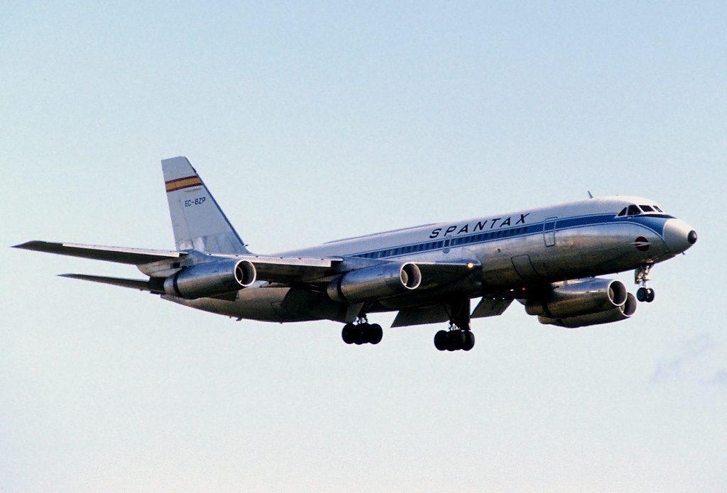 Convair CV-990A Coronado de Spantax EC-BZP aterrizando en el aeropuerto de Dublin. Procedente de American Airlines, también voló brevemente con la línea libanesa MEA (Irish251 en https://hiveminer.com/Tags/convair,spantax/Timeline)