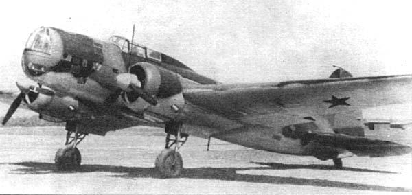 Bombardero/torpedero bimotor Ilyushin DB-3. Rápido y fiable pero escasamente defendido, fue producido en número cercano a los siete mil ejemplares. En 1940 entró en servicio la versión DB-3M, con un morro mucho más alargado y motores más potentes. (http://www.airwar.ru)