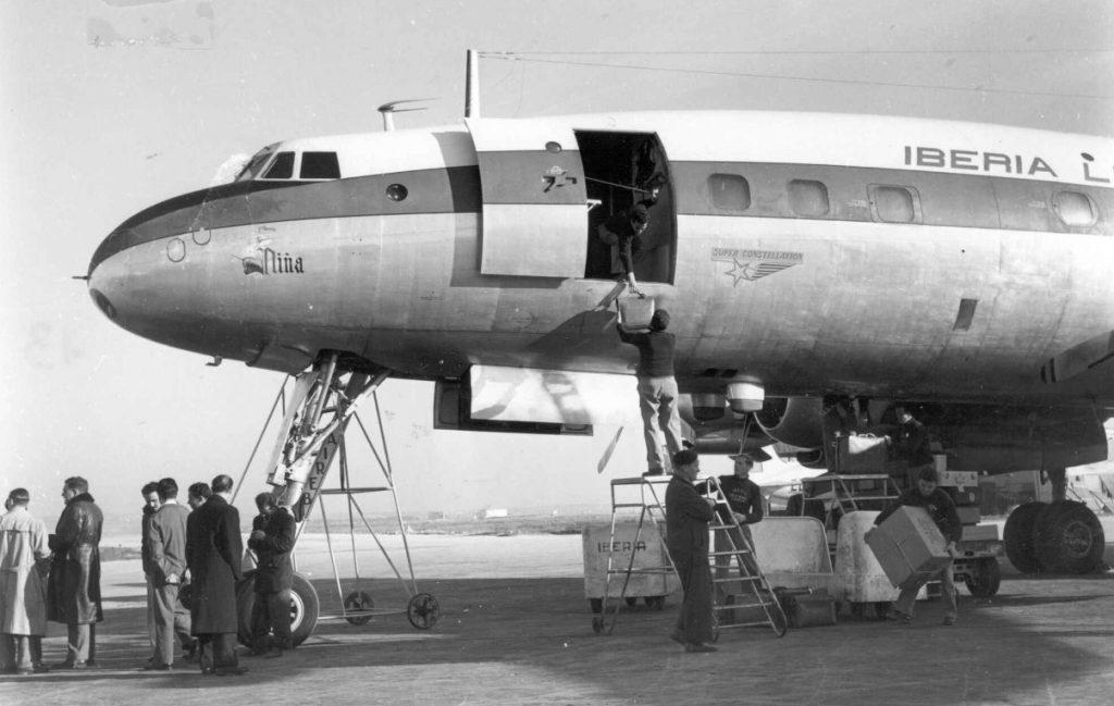 """Lockheed L-1049C-55-81, EC-AIO, bautizado como """"La Niña"""", fue uno de los tres Superconstellations adquiridos por Iberia. Como sus dos hermanos, pasaron al estándar G, con la incorporación de tanques auxiliares en las puntas de ala (http://www.puentedemando.com)"""