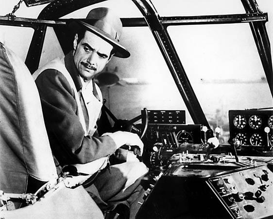Howard Hughes, a los mandos de su Spruce Goose en Long Beach, el 2 de noviembre de 1947 (http://www.joycerey.com)