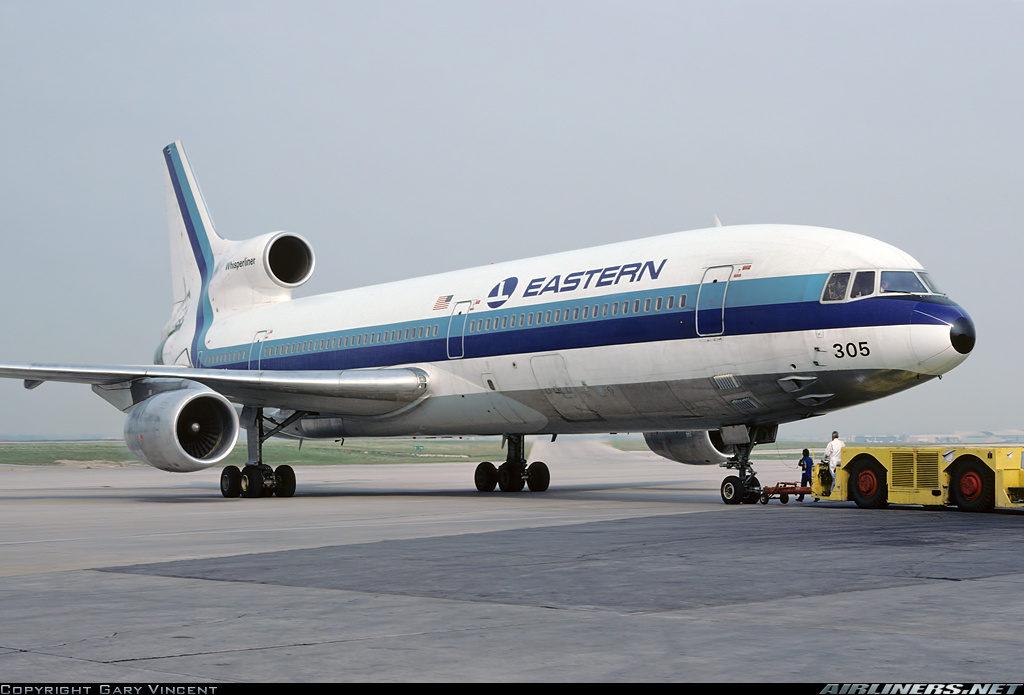 Uno de los TriStar de Eastern, N305EA, similar al siniestrado, en maniobra de pushback en el aeropuerto Lester B. Pearson de Toronto. Tras el colapso financiero de Eastern, el avión fue operado por Delta. (Gary Vincent / Airliners.net)