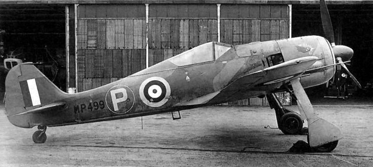 El Fw 190A-3 de Farber, tras haber recibido una capa de camuflaje y tapadas todas las cruces, estacionado en un aerófdromo para iniciar uno de sus muchos vuelos de prueba. El número de serie emitido por la Luftwaffe (Werk-Nummer (5)313) ha sido borrado y sustituido por el número de la RAF MP499.